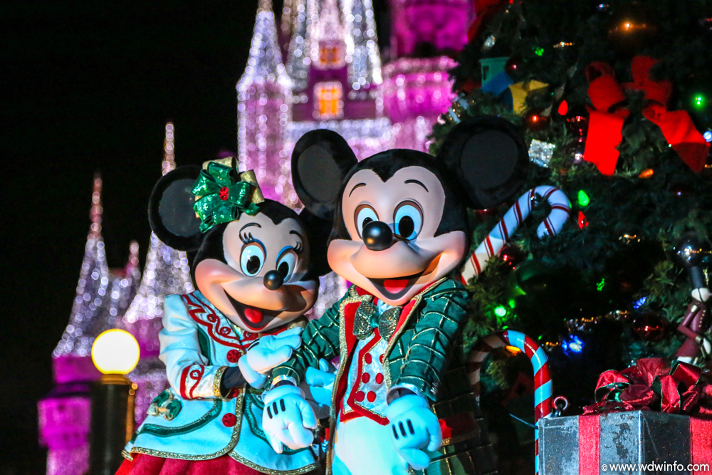 Mickeys-Very-Merry-Christmas-Party-10